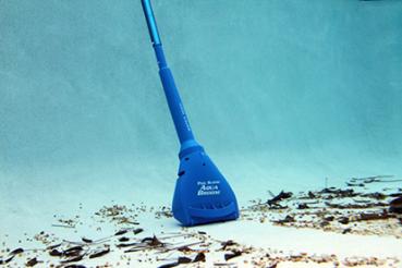 Les aspirateurs piscine aquabroom parfaits pour piscines for Aspirateur piscine portable